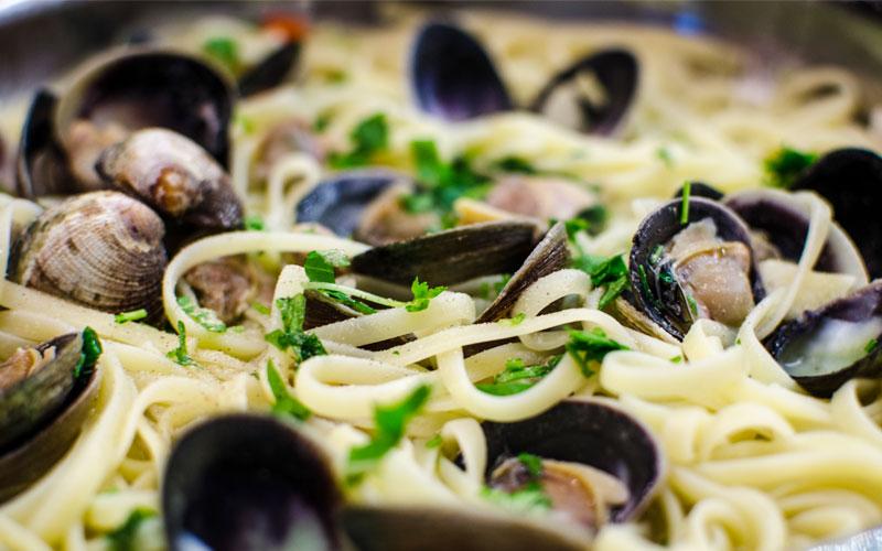 Spaghetti Pesto di Pistacchi e Vongole